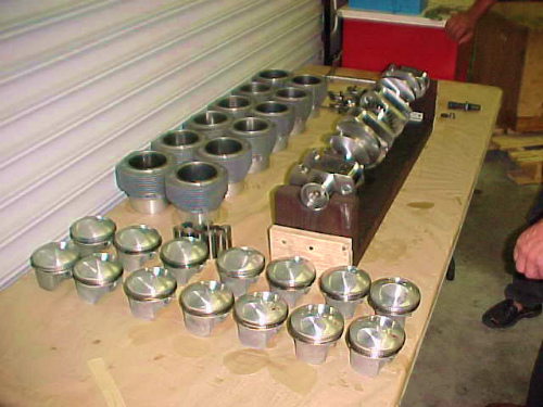 05-21844530_Crankshaftwithpistonandcylinders3.jpg